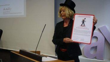 Gundi Tillmann als Schwarze Petra